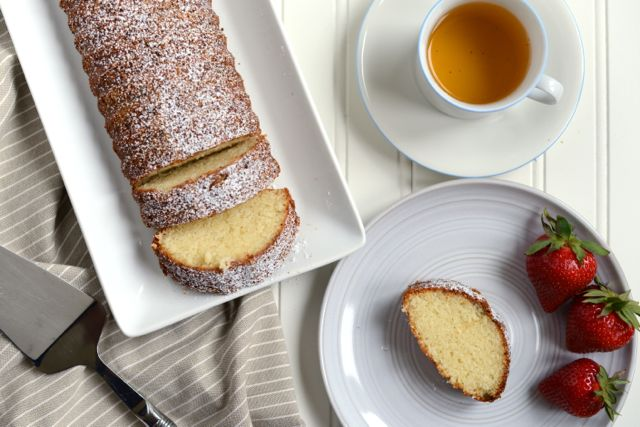 Almond Cake with Strawberries and Tea
