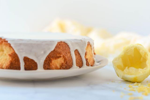 Norwegian Sunshine Cake (Solskinnskake)